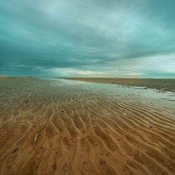 Ameland Hollum - op strand bij naderende regenbui