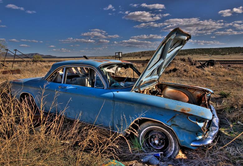 Desolated - Een auto met pech in Amerika, California.