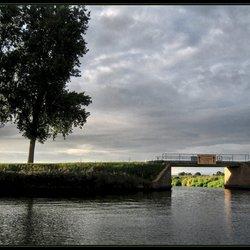 Doorkijk vanuit het Van Starkenborgkanaal