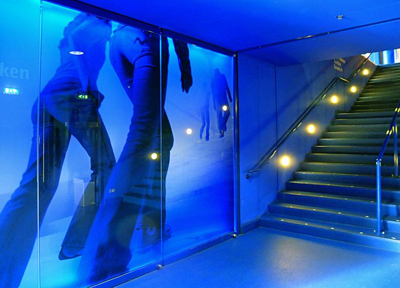 B&G 6 - Beeld en Geluid: samen met je persoonlijk gekozen gids ga je het 'museum' in .....op zoek naar beelden uit je jeugd...