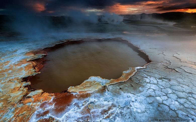 Hveravellir - IJsland - Een tweede upload van een heetwaterbron in dit bijzondere gebied.<br /> Het lijkt wel of je op een andere planeet loopt!<br /