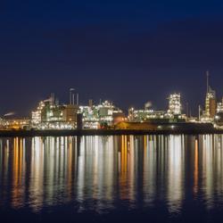Dupont bij nacht