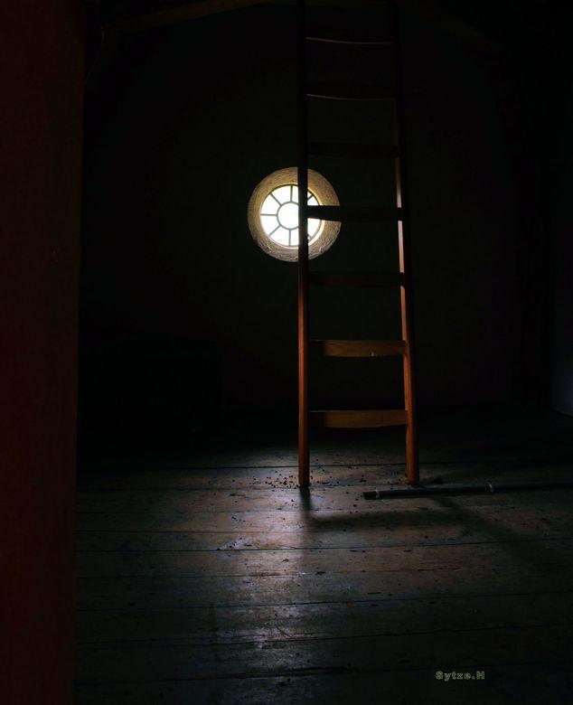 Licht Val - Deze foto is gemaakt op de zolder van het Popta Slot in Marsum