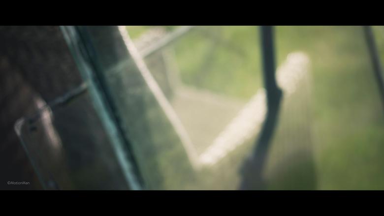 Vague - Een oud raam tegen een tuinstoel. Vond het wel wat hebben.<br /> <br /> ©MotionMan