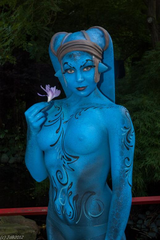 Een blauwtje.... - ...hebben we zeker niet gelopen met dit prachtige model met bodypaint tijdens Elf Fantasy Fair in Arcen.