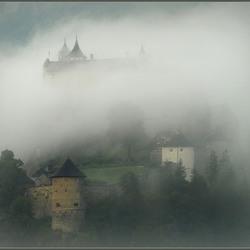 kasteel in de nevels