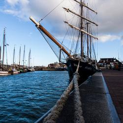 Zeilschip in de haven van Harlingen