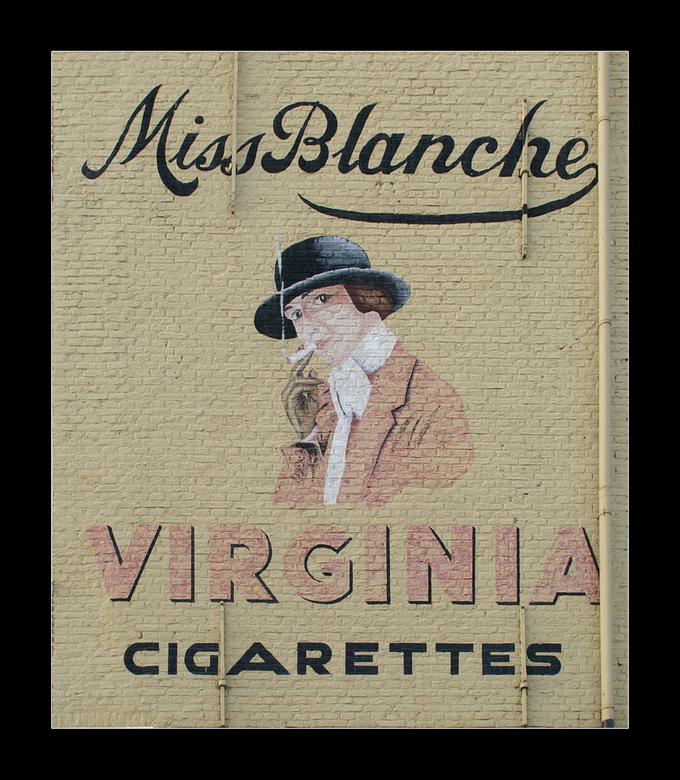 Miss Blanche - Muurreclame aan de Herengracht in Leiden.