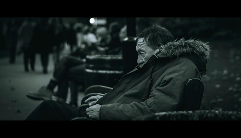 Er saß einsam da und wusste, sie würde nie zurückkommen...