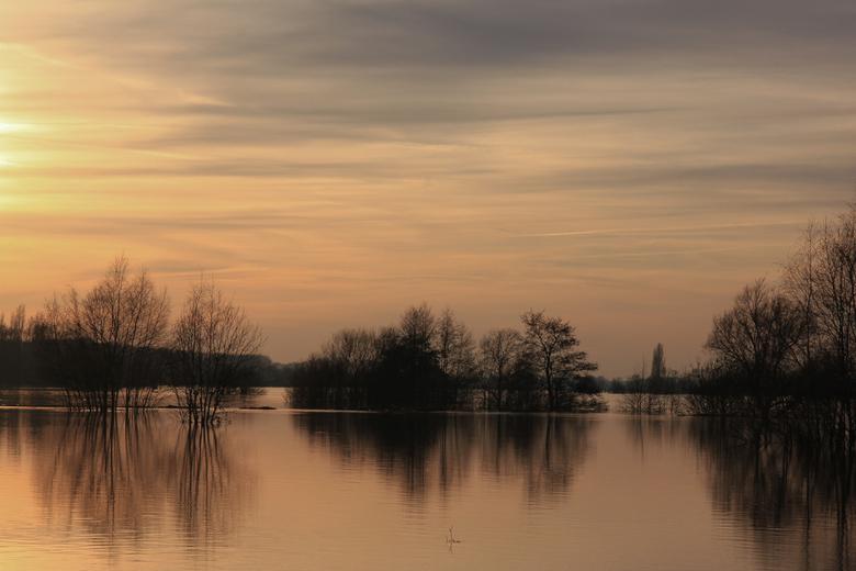 Hoog water in Limburg II - Hoog water in Limburg