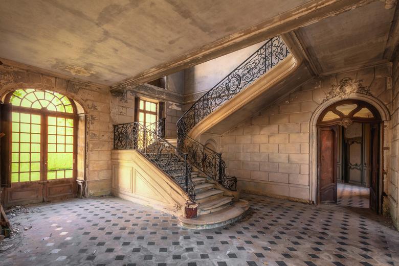 De Trappenhal - Foto gemaakt in een verlaten chateau in Frankrijk