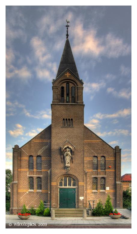 Sint Willibrord hdr v2 - Vanmorgen even foto's gemaakt van de Sint Willibrordkerk in Bergschenhoek.