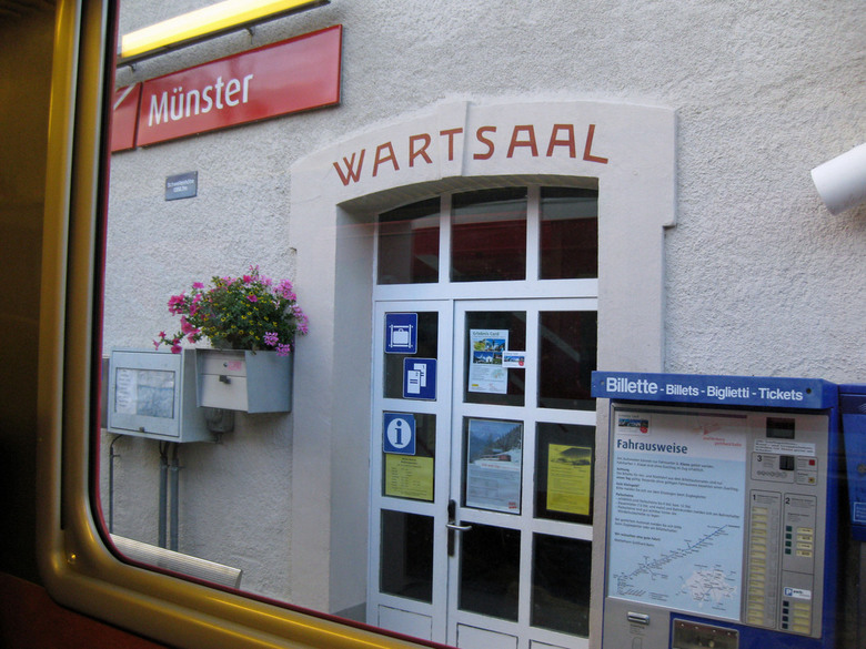 Münster Bahnhof Zwitserland - station in het Oberwallis
