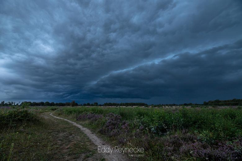Onweer Baloerveld 2 - Afgelopen nazomer (sept) trokken er dikke onweersbuien over het land, de lucht was echt super gaaf en draaide precies over ons h