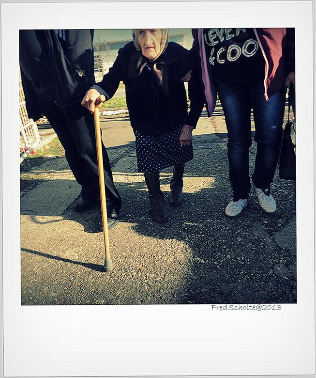 Oude Vrouw - Even wat anders er tussen door. Er ligt nog zo veel op de plank.