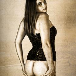 Meisje in corset met blote poep