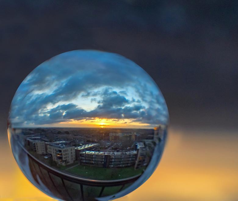 2018-12-17 Gl Bol zons onderg  001 - Ben tegenwoordig veel bezig met Glazenbol fotografie. Heb een jaar geleden een lezing gevolgd en ben inmiddels no