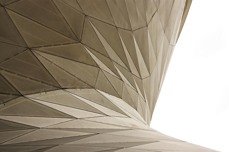 BMW Welt München 4 - Naast Olympia-park ook BMW-Welt mogen bezoeken. Mooie moderne architectuur. Maar zoveel lijnen dat het lastig is om dingen weg te