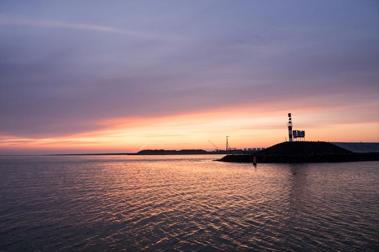 Colours of the Morning - Kleuren bij het ontwaken van de dag.<br /> Vanuit Den Oever vertrekken wij richting Oudeschild.