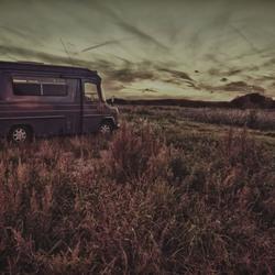 Auto in duinen
