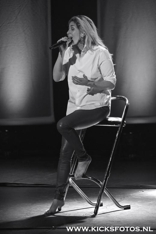 Do in zwart wit  - Do uncovered,<br /> <br /> tijden de uncovered theatertour van zangers <br /> do van hulst was op zaterdag 28 maart het theater