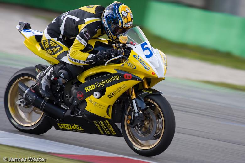 Dutch supersport - Roel Hoekstra tijdens de knmv racing days op het TT circuit van Assen.