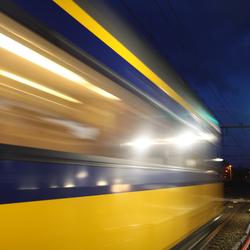 Trein passeert station Haren (Grn)