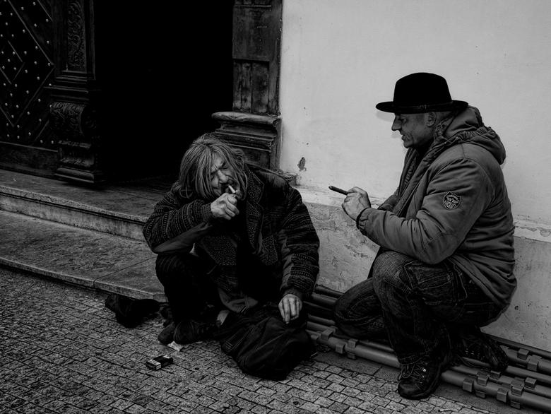 Street talk - opname van een dakloze waar ik samen een rokertje deed,daarna wou die nog wel even poseren..