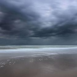 Storm aan het strand