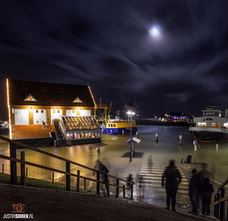 Water in de haven van Oudeschild.