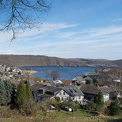 Rurberg aan de Rursee (panorama)