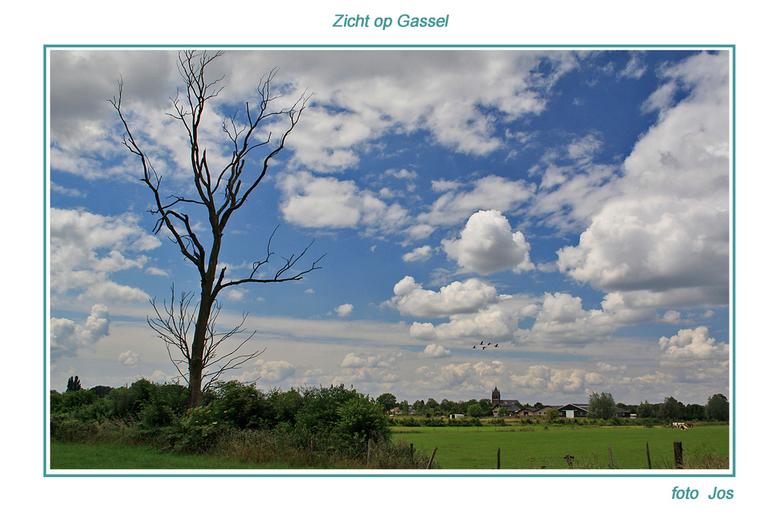 Zicht op Gassel - Gassel is een klein dorp en ligt tussen Grave, Beers en Cuyk. Wel even in het groot zien. Ieder bedankt voor de reactie op mijn vori