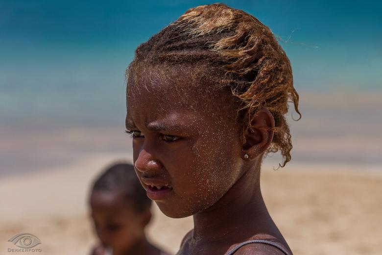 Cabo Verde greetings - Dit portretje maakte ik afgelopen zomervakantie. Alhoewel ik een tafereeltje op de achtergrond wou fotograferen, stapte deze jo