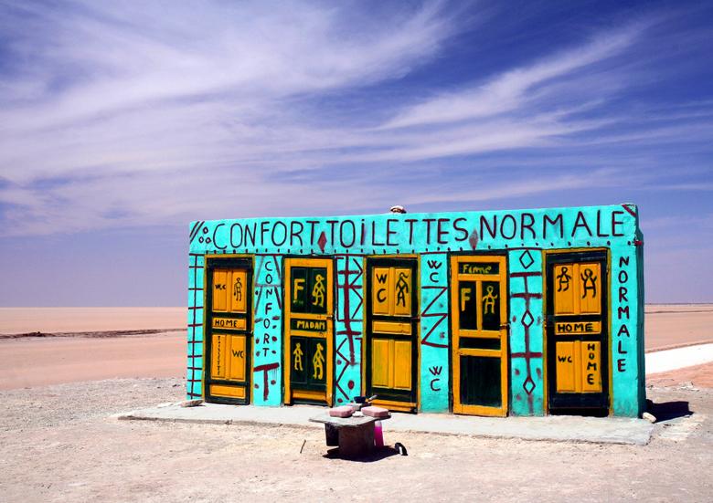"""Normale"" toiletten - Normale toiletten bij zoutmeer Chott el Djerid Tunesië"