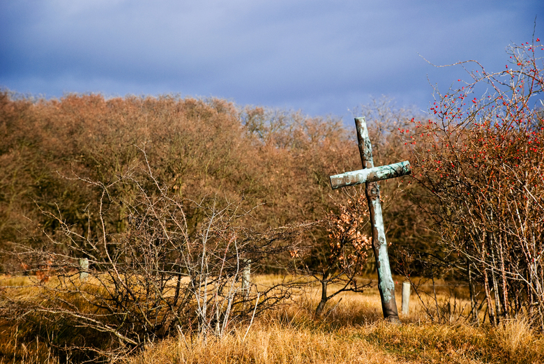 A Lonely Cross - Wederom een foto uit mijn steeds groter wordende collectie over de Tweede Wereldoorlog. Deze is genomen enige maanden geleden op de W