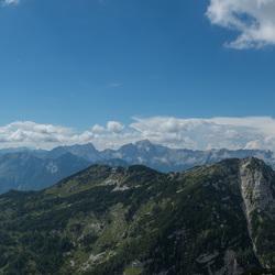 Panorama op een bergtop in Slovenië