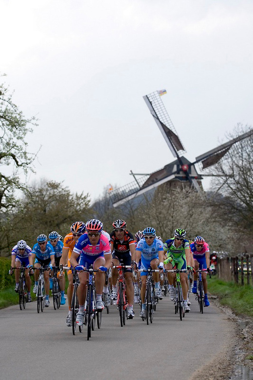 Amstel Gold Race 2008 - De enige Nederlandse klassieker, vandaar de molen op de achtergrond