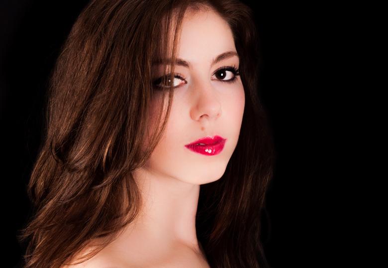 Read my lips - Mijn eerste poging tot studiofotografie. <br /> Model en tevens mijn zusje: Esmee