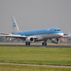 Landend KLM-vliegtuig op Polderbaan Schiphol