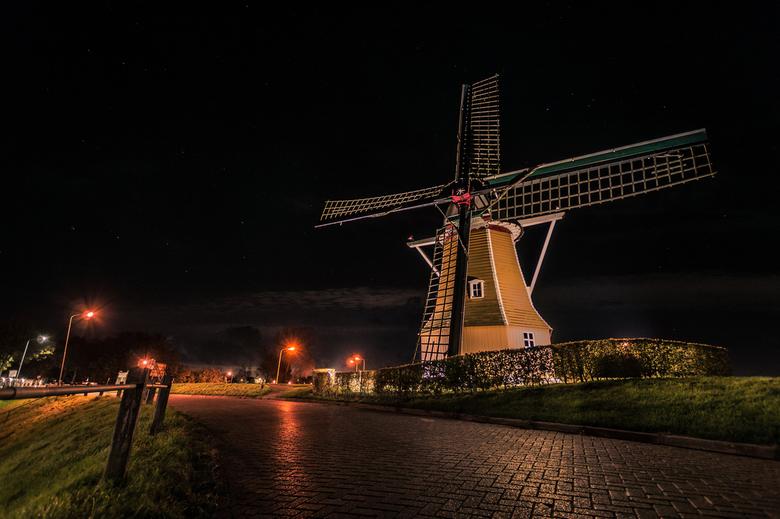 """Molen  """"de Hoop savonds - Molen """"de Hoop"""" op Sint Philipsland, Zeeland savonds."""