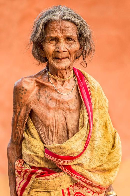 oude vrouw in orissa