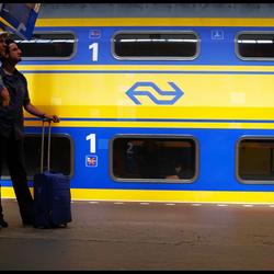 Wij zijn ervaren trein reizigers ...die zojuist de trein gemist hebben !!!