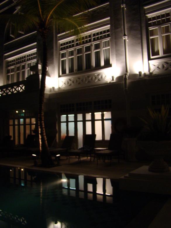 5 * hotel Maleisië Penang by night - Maleisië, eiland Penang, hotel verlicht, bij nacht genomen.