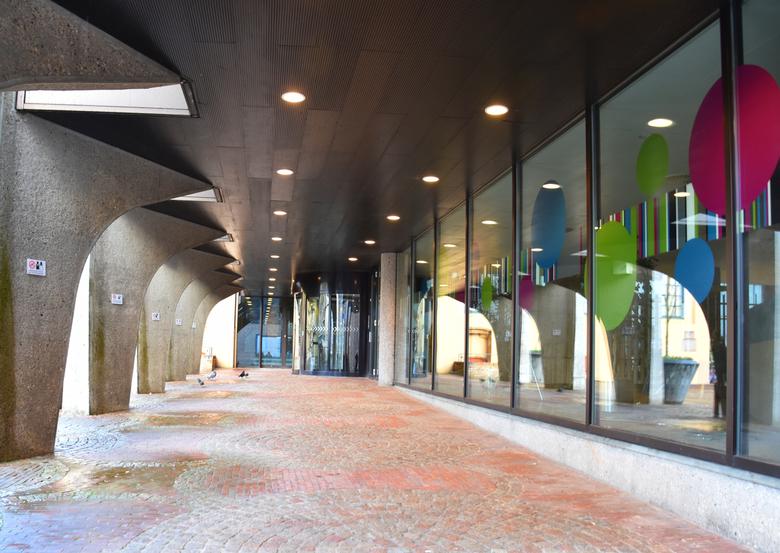 DSC_6902  Zwolle . reflectie. - Droog winkelen in Zwolle.<br /> oh wat was het nat vandaag.