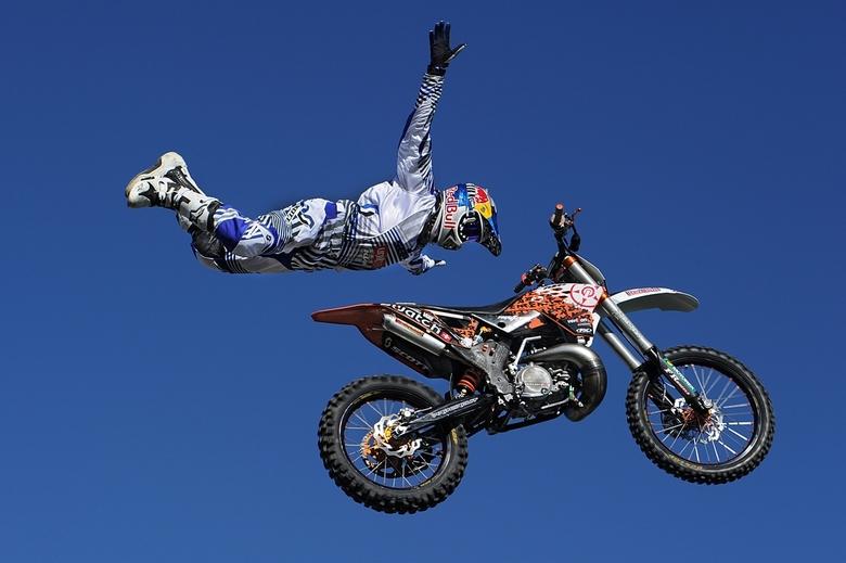 zonder handen 03 - stuntman tijdens het motoevenenment in mettet