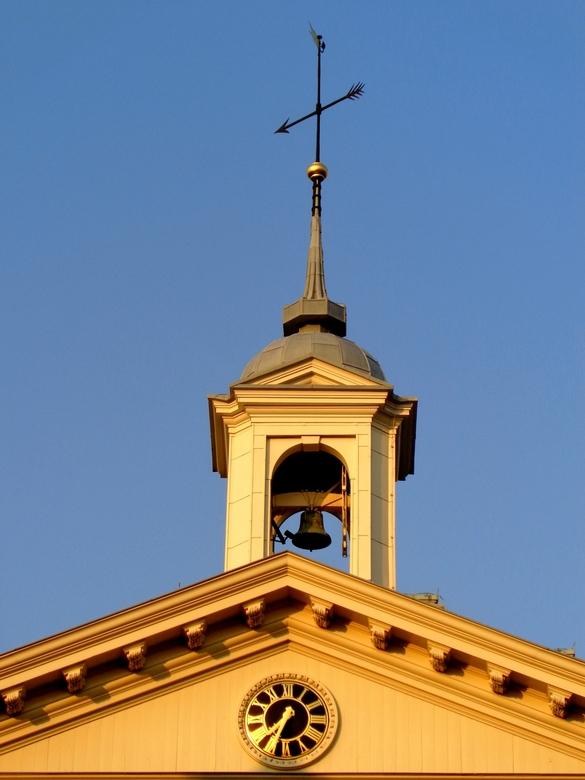 Up on the golden tower - Het gouden uurtje telt ook voor het torentje bovenop het Schiedams Museum...