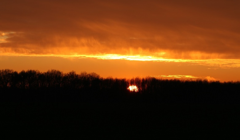 Zonsondergang in Drenthe - Gisteren een prachtige zonsondergang in Drenthe met hele mooie laag hangende wolken