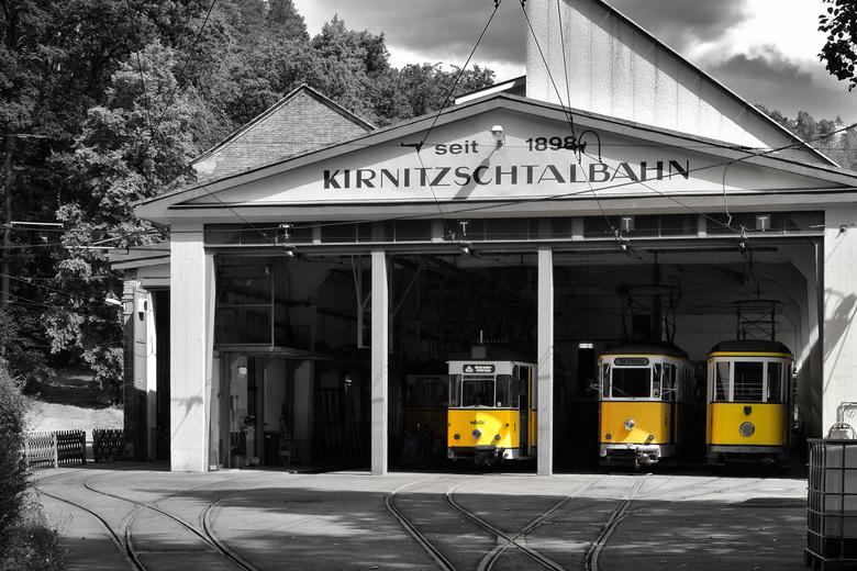 Kirnitzschtalbahn. - Kirnitzschtalbahn, Bad Schandau.<br /> zwart-wit met selectieve kleur geel.<br />
