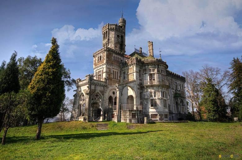 Abandoned castle - Een oud vervallen kasteel gelegen in frankrijk.