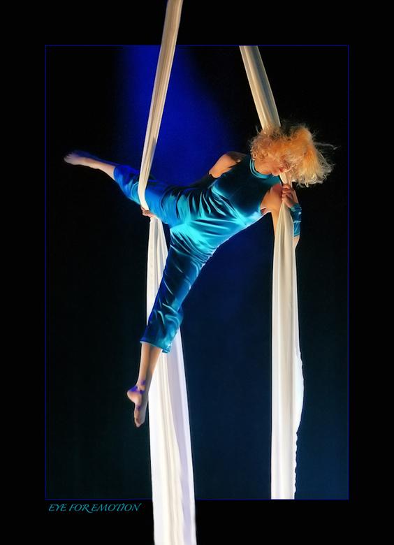 Cirque du Soleil..Barbara. - Dit is er een uit de oude doos, waar ik op het moment dat ik hem maakte heel erg blij mee was, en nog steeds. Het was het